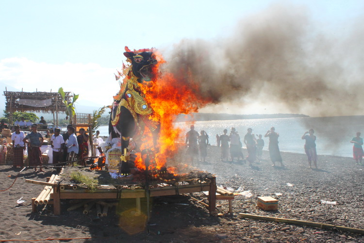 images tradition culture beach cremation ceremony