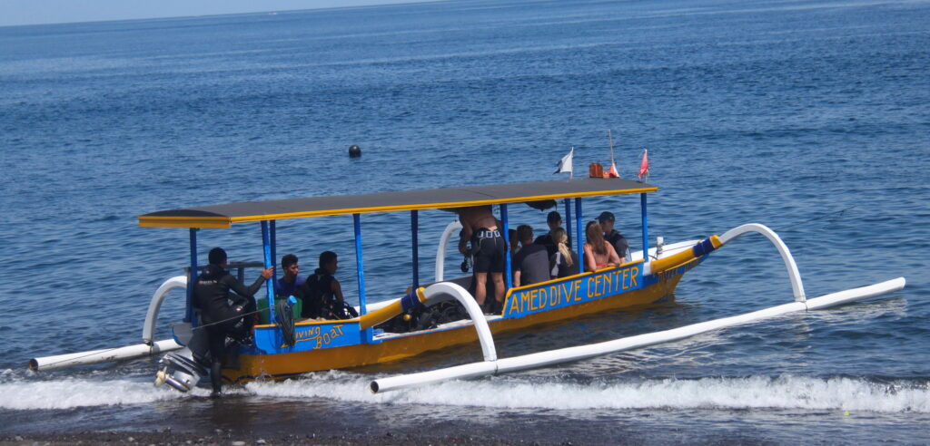 dive boat Amed Dive Center - Hotel accommodation & dive package
