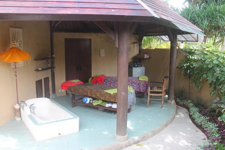 SPA thérapies réflexologie massage - tables de massage et baignoire à l'hôtel Uyah Amed SPA