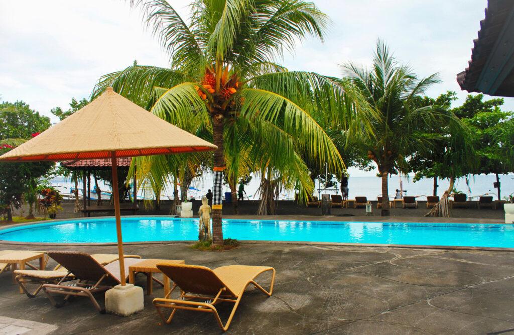 beach pool at pacific ocean in Hotel Uyah Amed Bali