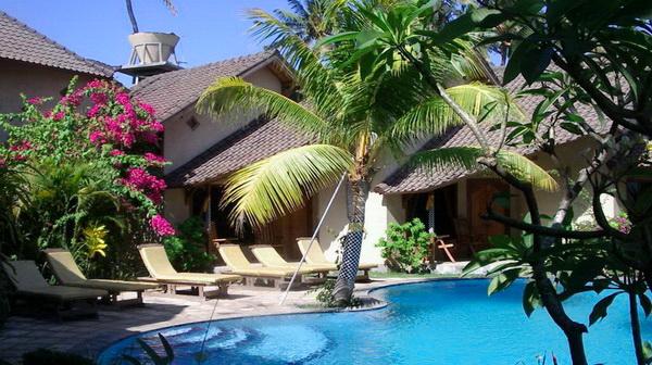 Hôtel Uyah Amed Spa - Bungalows au bord de la piscine à l'hôtel Uyah Amed & Spa Resort