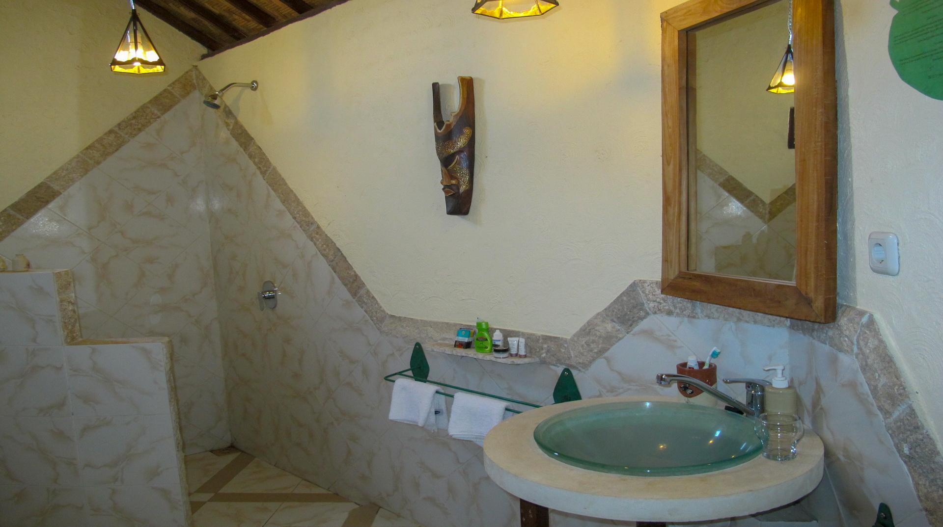 Hotel Uyah Amed & Spa Resort Pool Side Bungalow Twin Fan_5